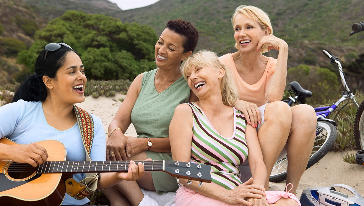 Women-with-guitar_1232x700